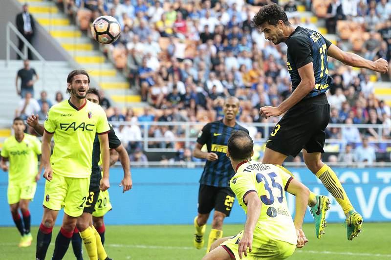 Andrea Ranocchia em ação pelo Inter de Milão frente ao Bologna