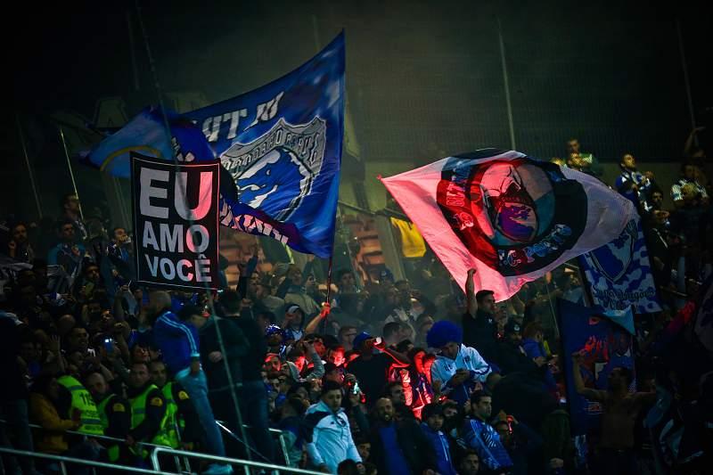 Adeptos do FC Porto durante o jogo com o Benfica no Estádio da Luz