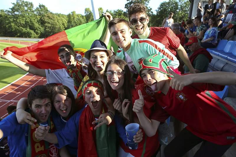 Adeptos de Portugal em Marcoussis, França
