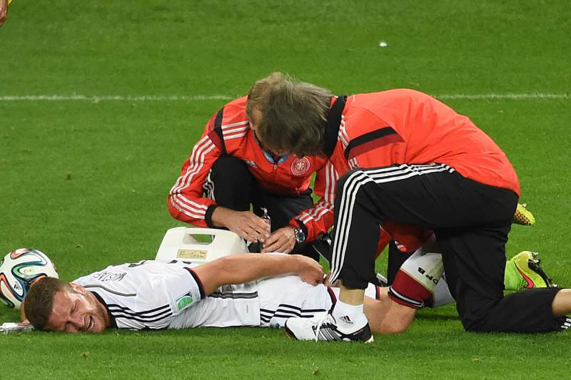 Mustafi recebe assistência médica