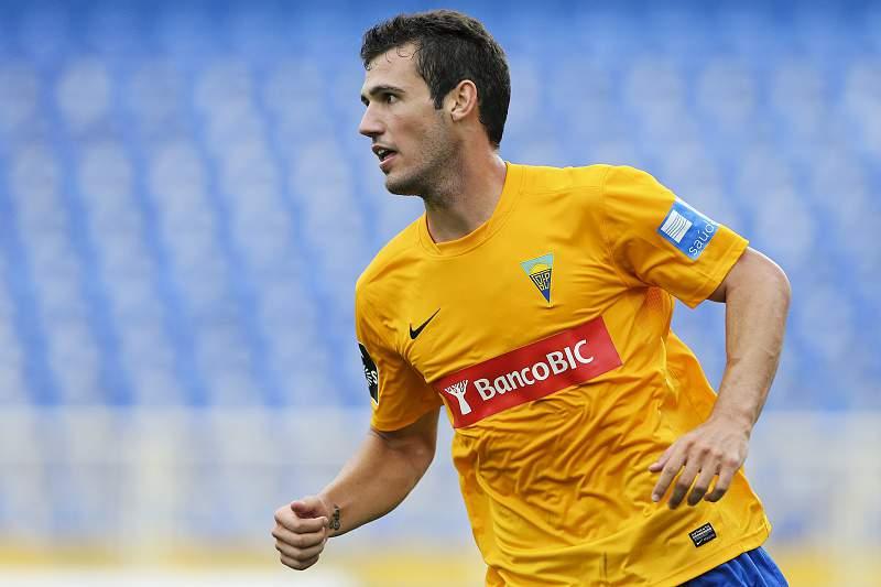 O jogador do Estoril, Leo Bonatini