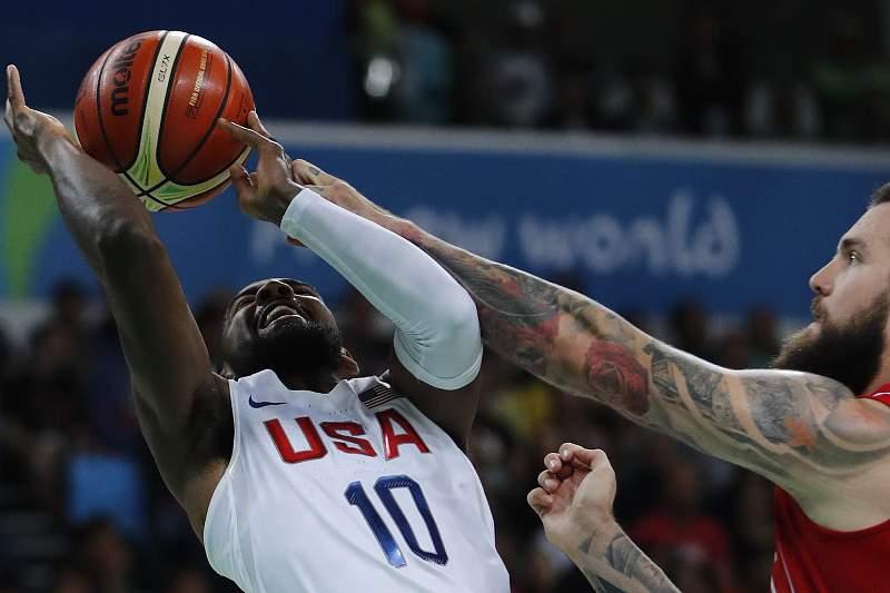 Estados Unidos sofrem para vencer Sérvia 94-91