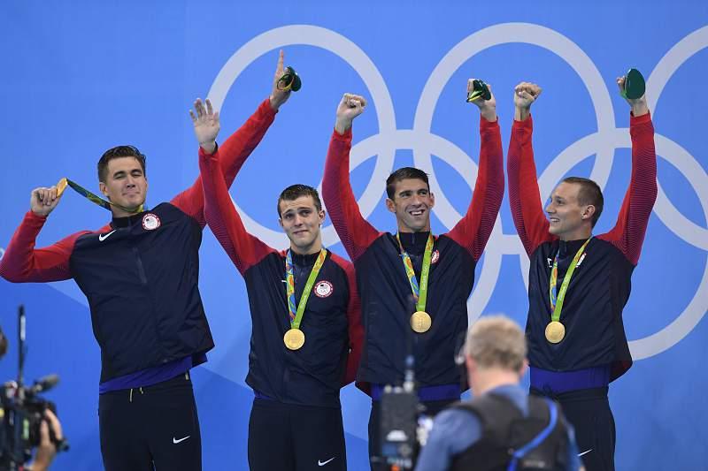 Estados Unidos, com Michael Pelps, conquistam ouro nos 4x100 metros livres