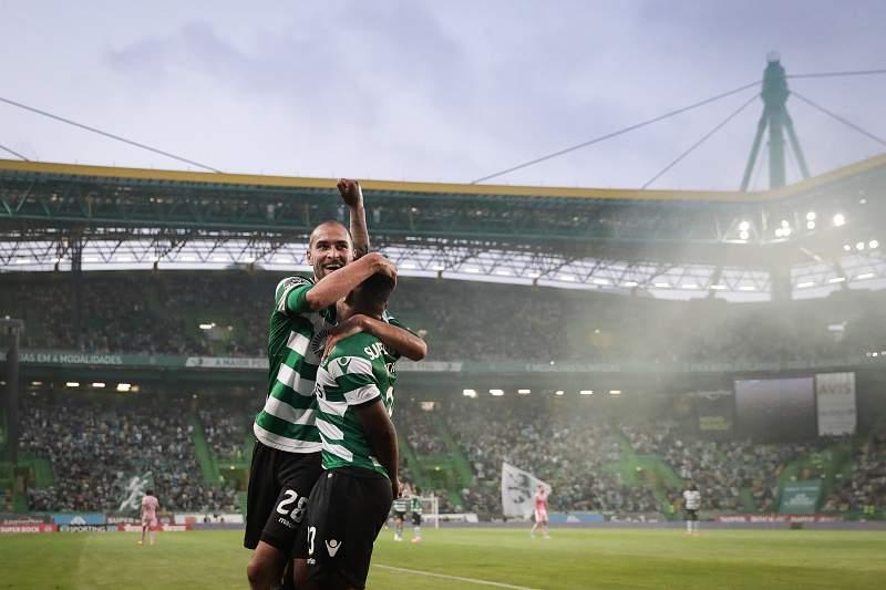Bas Dost celebra um golo pelo Sporting no Estádio de Alvalade
