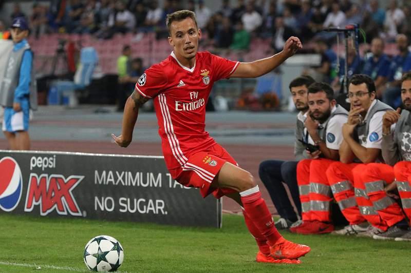 Lateral esquerdo não pensa em sair do Benfica nesta altura apesar das transferências milionárias de Ederson e Lindelof.