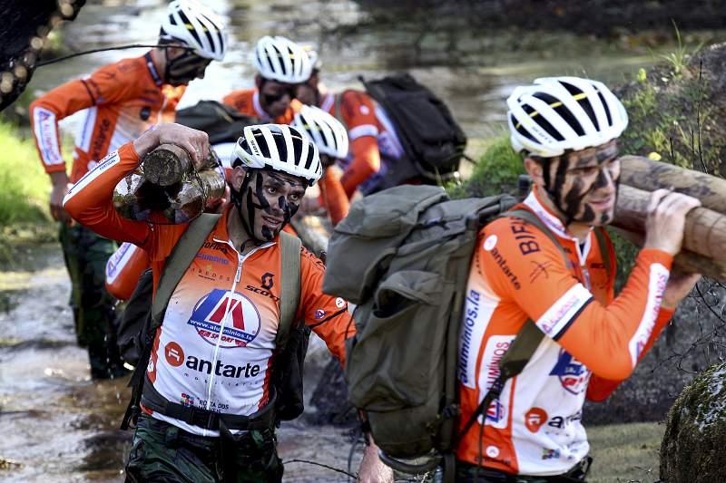 LA-Antarte transforma ciclistas em militares por um dia