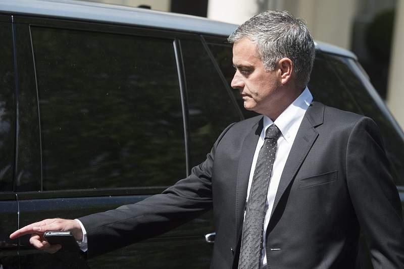 Jose Mourinho tipped to replace Louis Van Gaal