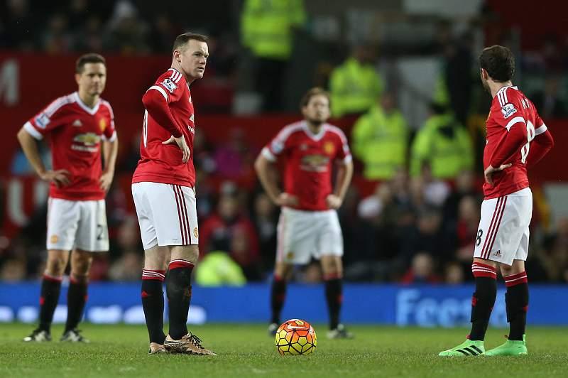 Manchester United volta a perder