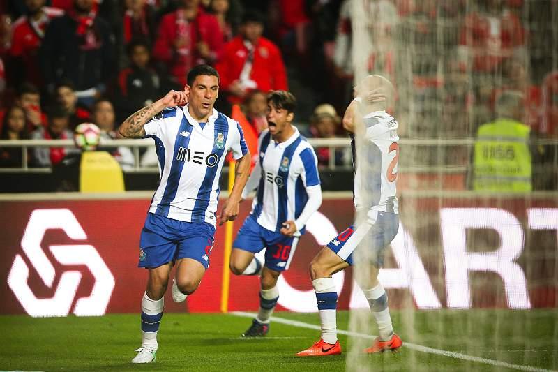 Porto vs Benfica Maxi Pereira