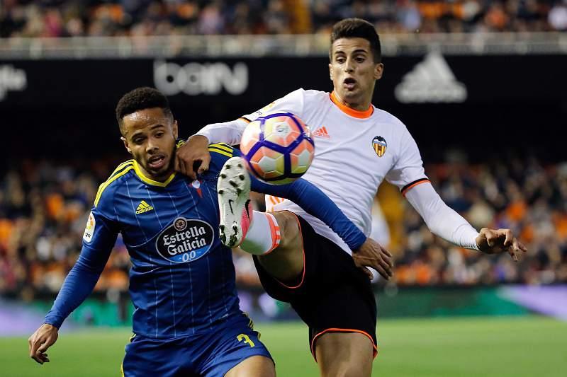 João Cancelo durante o Valencia - Celta de Vigo