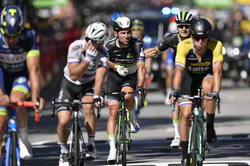 Mark Cavendish passou a linha da meta da quarta etapa da Volta a França