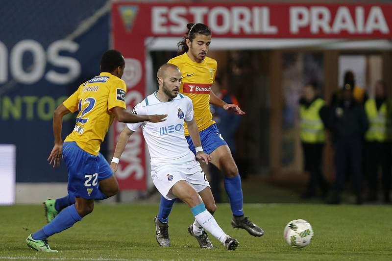 Estoril e FC Porto em ação