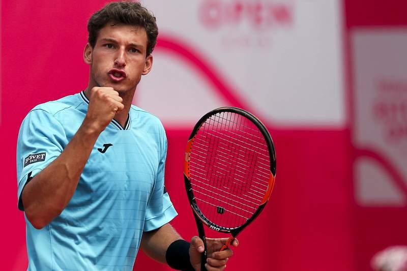 Pablo Carreno Busta festeja a vitória no Estoril Open