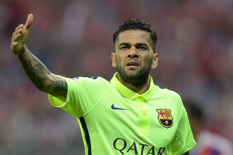 Dani Alves desfalca Barcelona