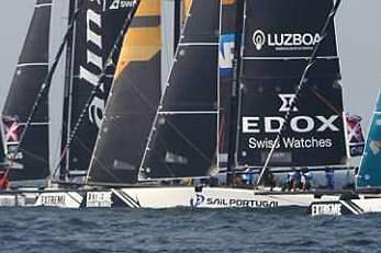 """Catamarã """"Race for Water"""" inicia volta ao mundo contra a poluição dos oceanos"""