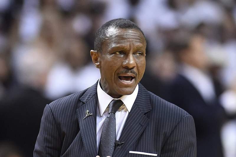 Toronto Raptors renovam com treinador Dwane Casey por três anos
