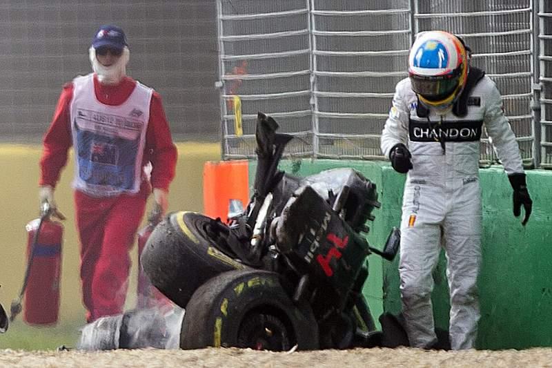 Fernando Alonso e Esteban Gutiérrez sofreram um acidente no GP da Austrália