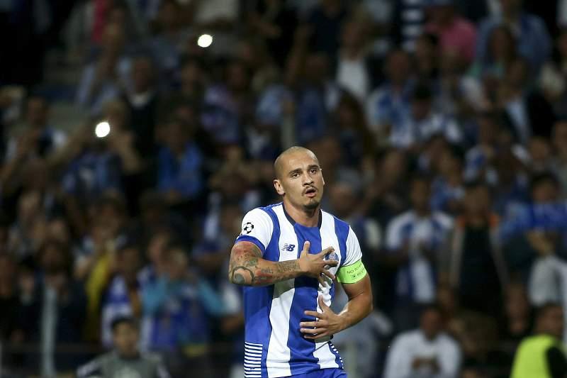 Maicon com a camisola do FC Porto
