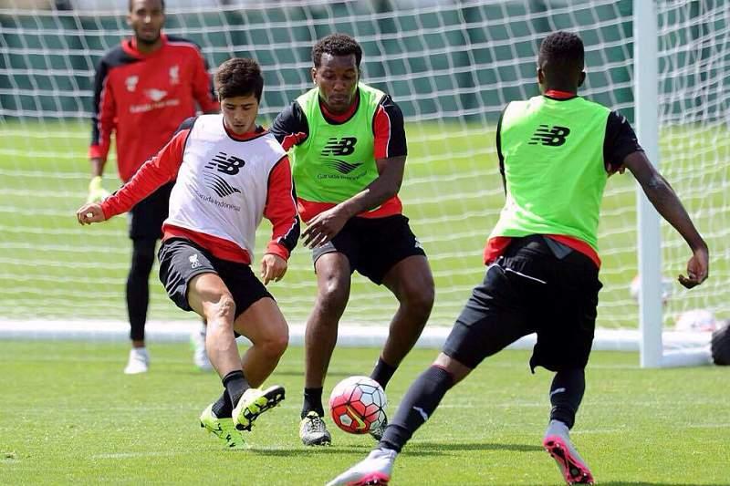 Médio português João Carlos Teixeira parte para estágio com o Liverpool