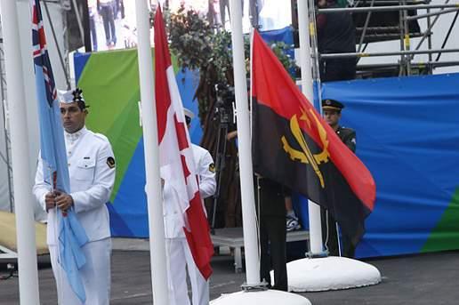 Bandeira de Angola hasteada na Vila Olímpica