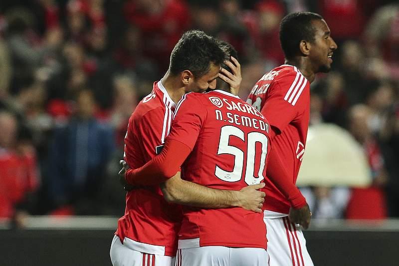 Jonas celebra um golo com Nélson Semedo