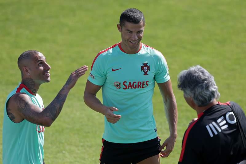 Ronaldo e Quaresma no treino da seleção