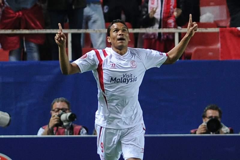 Carlos Bacca celebra um golo pelo Sevilha