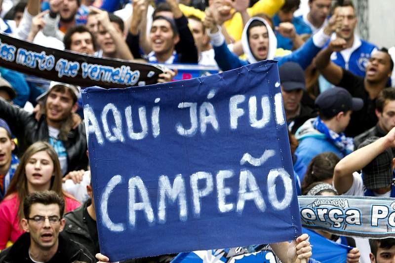 Adeptos do FC Porto à entrada do Estádio da Luz