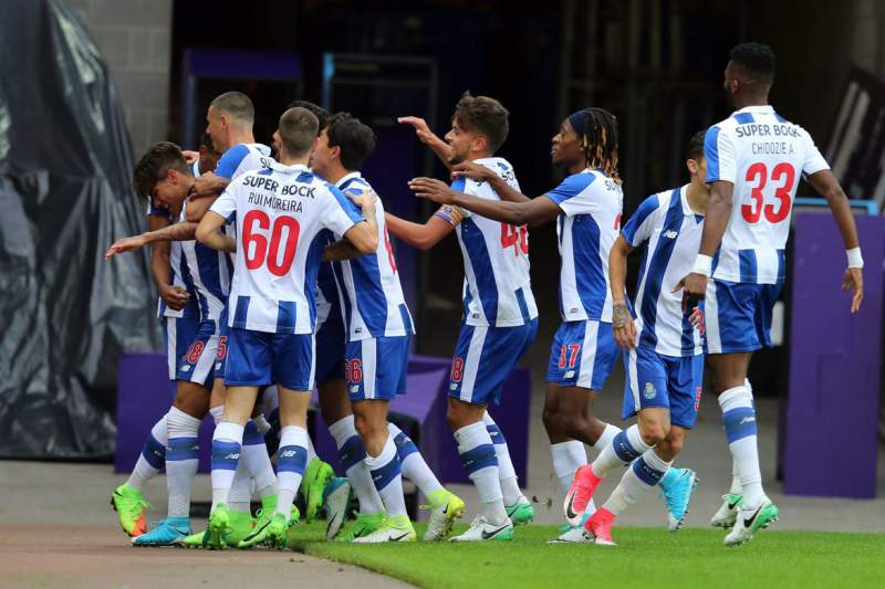 FC Porto B festeja golo na Premier League International Cup