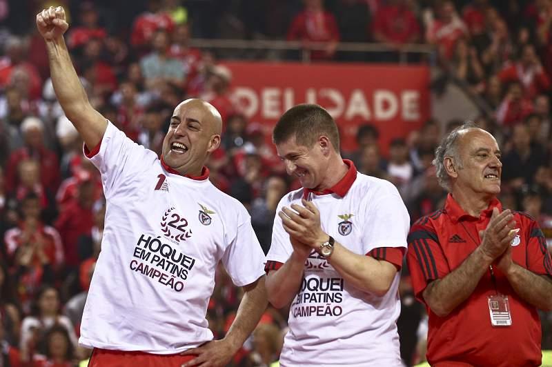 Pedro Nunes celebra a conquista do 22º título de campeão nacional do Benfica em hóquei em patins