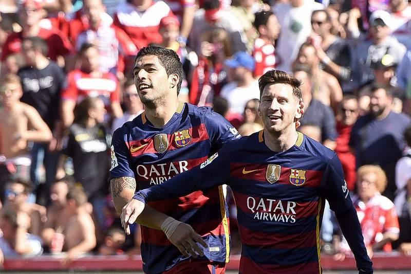 'Hat-trick' de Suárez vale 'bis' do FC Barcelona e 'Bota de Ouro'