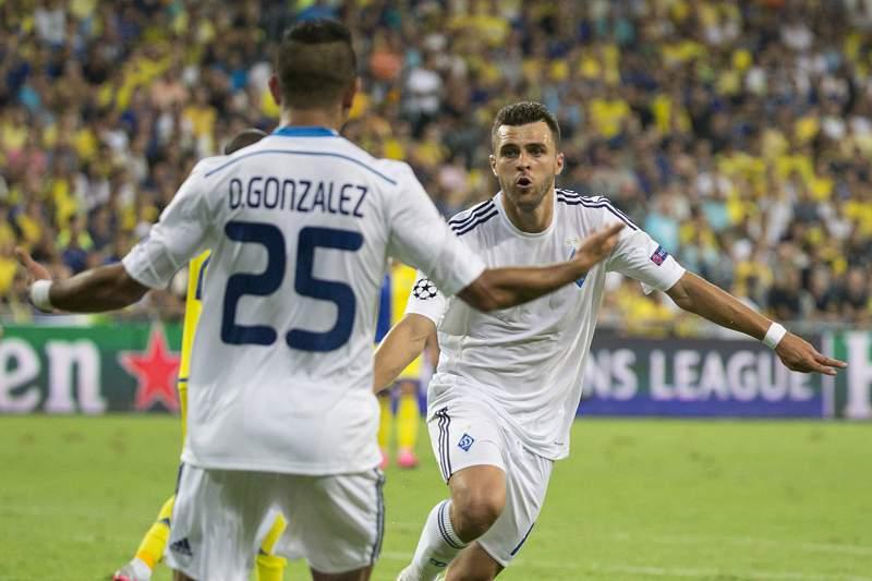 Junior Moraes festeja um golo pelo Dínamo Kiev frente ao Maccabi Tel Aviv