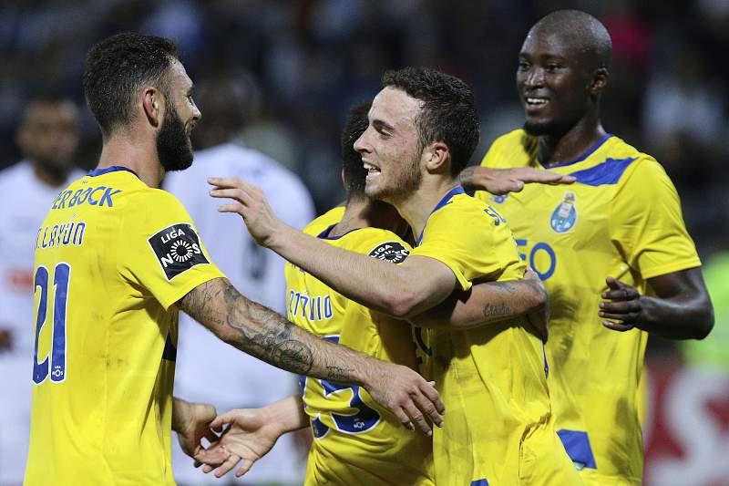 Diogo Jota celebra um golo pelo FC Porto diante do Nacional da Madeira