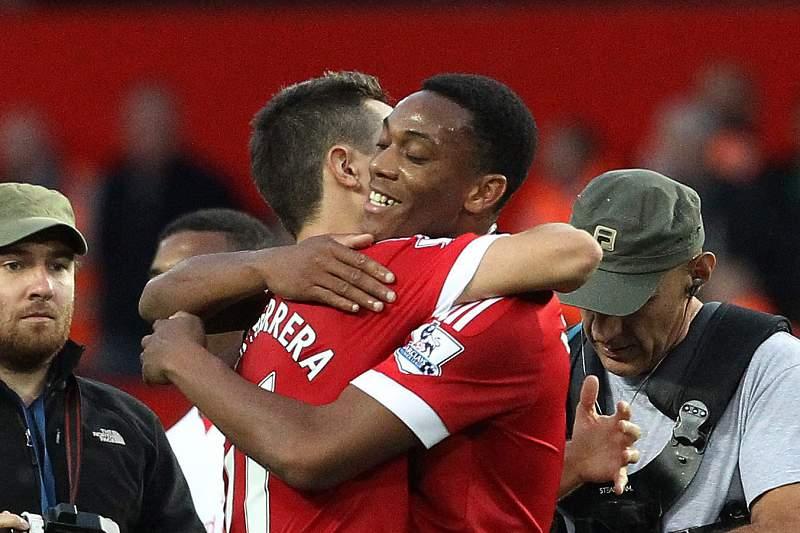 Martial estreia-se com golo pelo Manchester United