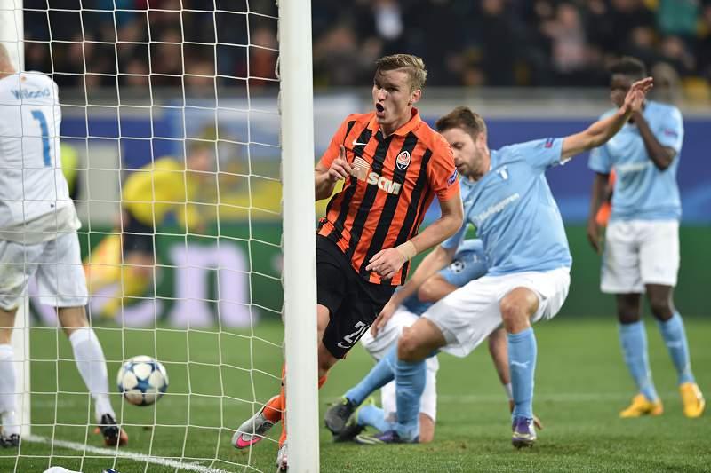 O avançado ucraniano Olexandr Gladkiy celebra um golo pelo Shakhtar Donetsk frente ao Malmo.