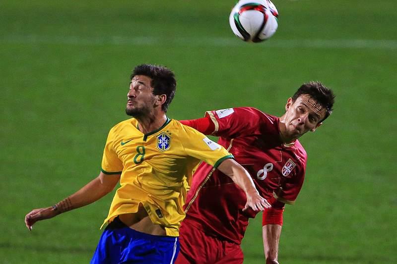 Maksimović marcou o golo do triunfo da Sérvia já nos últimos minutos dos descontos