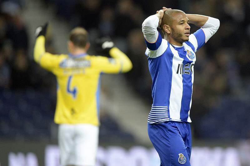 Brahimi e FC Porto perdem com o Arouca
