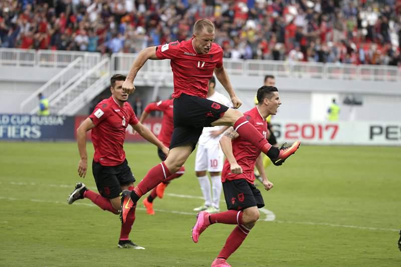 Bekim Balaj celebra o golo da vitória sobre a Macedónia