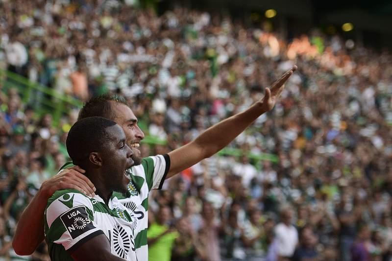 Joel Campbell e Bas Dost celebram um golo do Sporting frente ao Moreirense