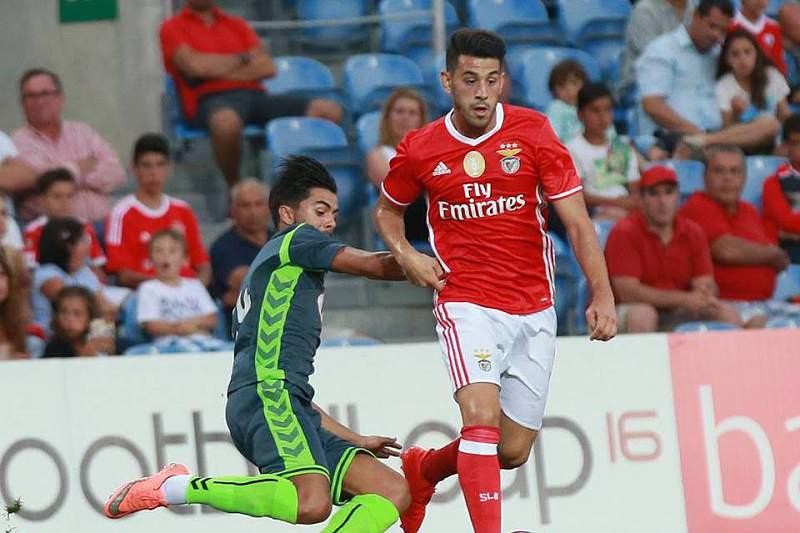 Pizzi em ação frente ao Vitória de Setúbal na Algarve Cup