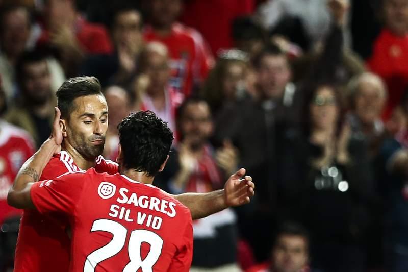 Jonas celebra com Sílvio o golo do empate frente ao SC Braga