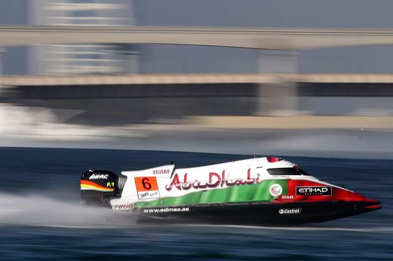 Alex Carella lidera o mundial de pilotos