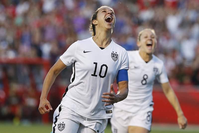 Carli Lloyd celebra o golo das norte-americanas