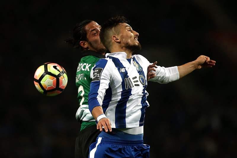 Roberto Carlos mostrou-se rendido a Alex Telles e deu 'conselhos' a Jesus