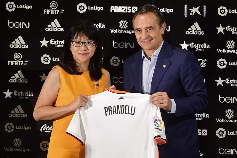 Cesare Prandelli apresentado no Valência