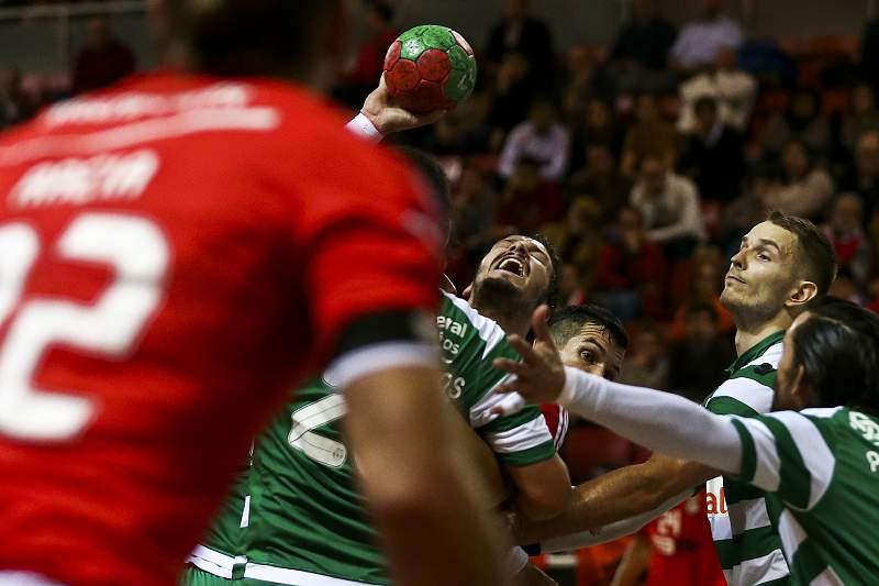 Jogo de andebol entre Benfica e Sporting
