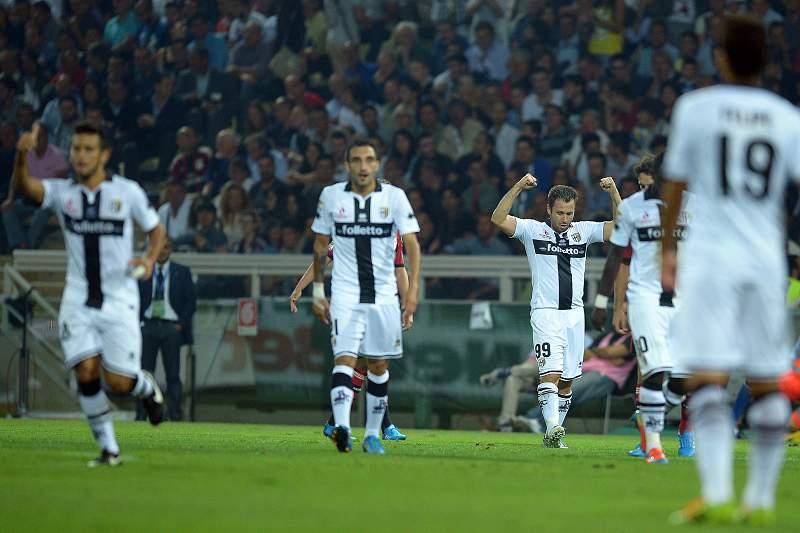 Antonio Cassano celebra um golo contra o AC Milan