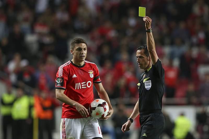 Guilherme Siqueira vê cartão amarelo