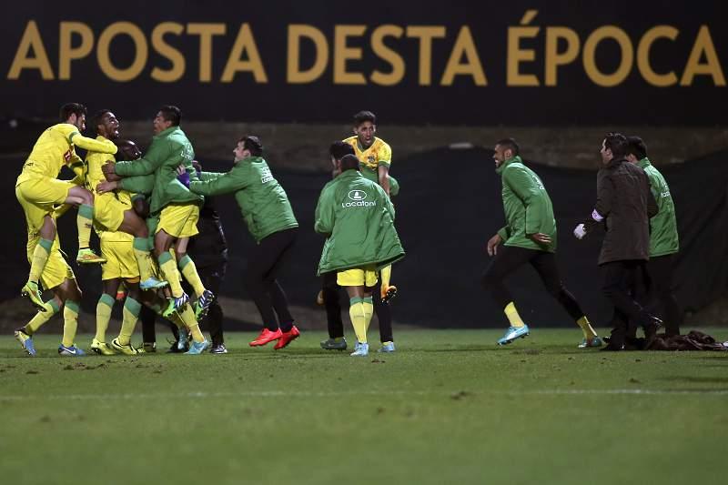 Os jogadores do Paços de Ferreira festejam um golo contra o Arouca