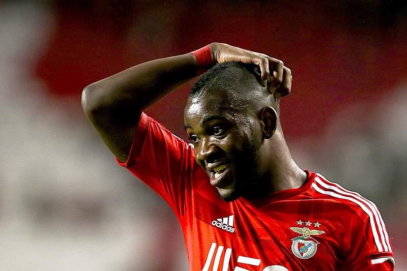 Ola John leva adeptos do Benfica ao desespero